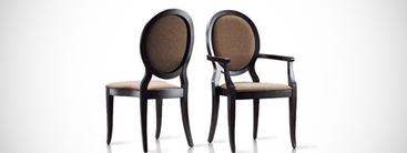 Klassieke Italiaanse stoelen - vloeiende lijnen, knusse materialen